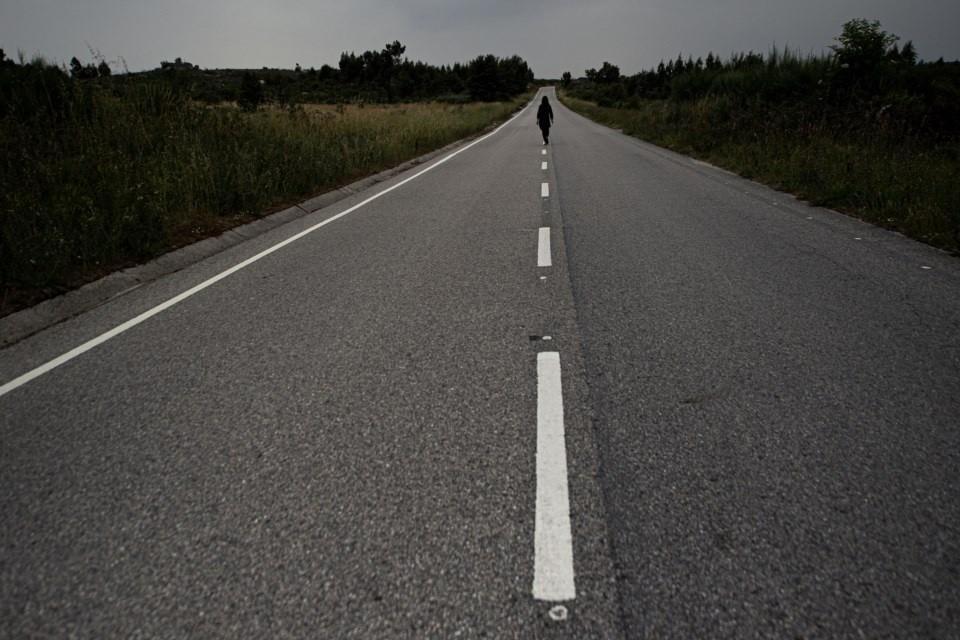 Estrada-CaminhandoNoMeio.jpg