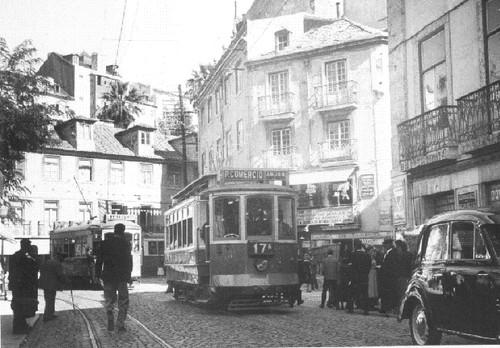 A Mouraria antes das Demolições. Troço final da Rua dos Fanqueiros (Rua D. Duarte), Lisboa (Judah Benoliel, 195...)