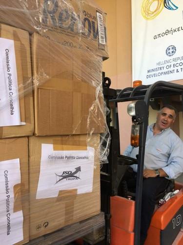 Descarga do Camião Campo de Refugiados de Eleonas / Transportes Alvaro Figueiredo
