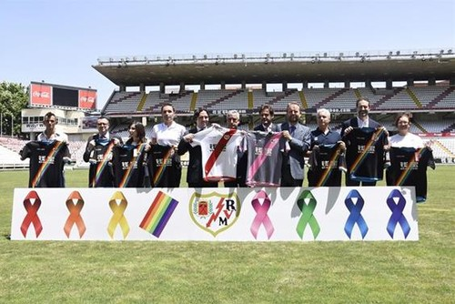 rayo vallecano gay equipamento desporto.jpg