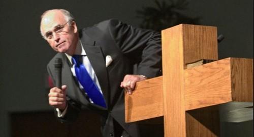 Pastor Casamento Gay Imular Fogo.png