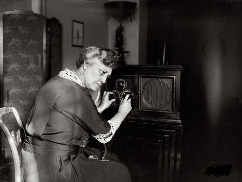 Mrs. New Tunes In 1924, National Photo Company.jpg