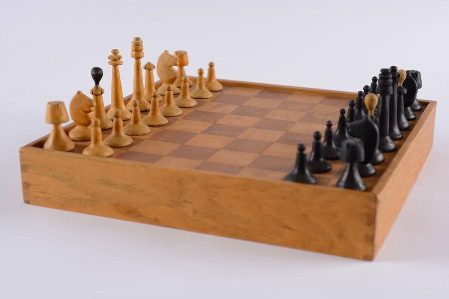 chess-set-holocaust-03.jpg