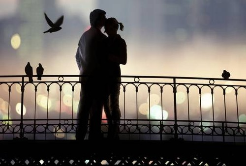 app-couple-on-bridge.jpg