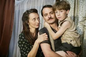 Marcel e familia in. coolclassicseries.wordpress.jpg