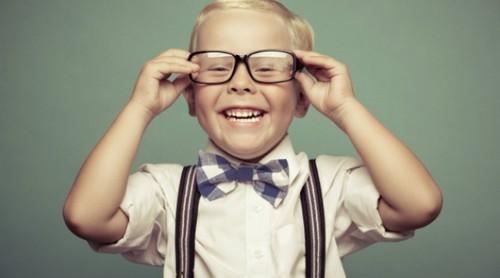 crianca-inteligente-oculos.jpg