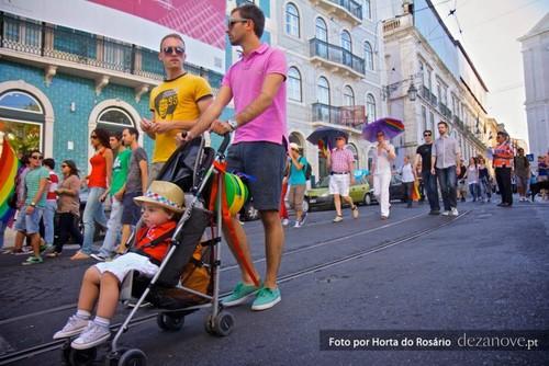 Adopção Gay Portugal dezanove.jpg