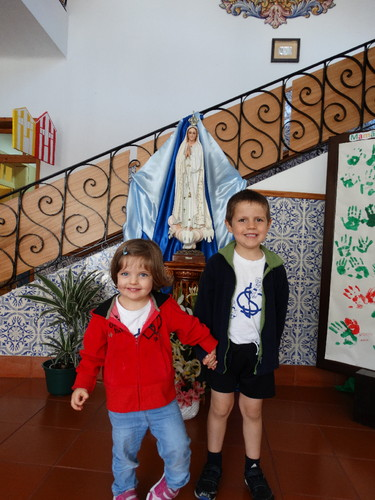 Sara e David na escolinha.JPG