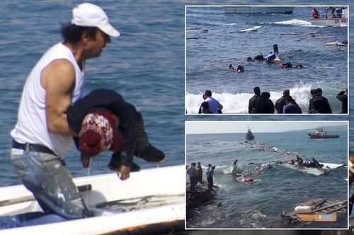 Crianças a morrer no Mediterrâneo Ago2015.jpg