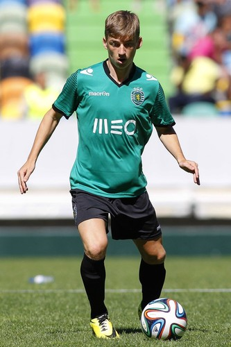 Ryan-Gauld-GQ-22Jul14_pa_b_720x1080.jpg