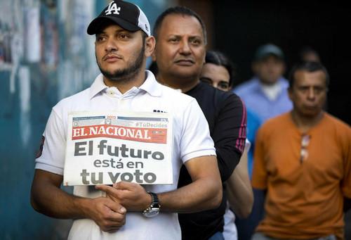 Electores-hacen-fila-ejercer-Venezuela_LPRIMA20151