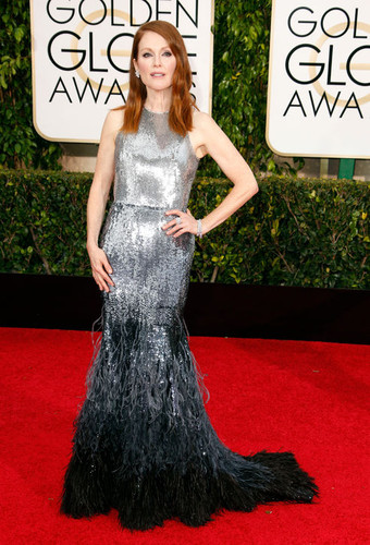 julianne-moore-silver-givenchy-golden-globes-2015-
