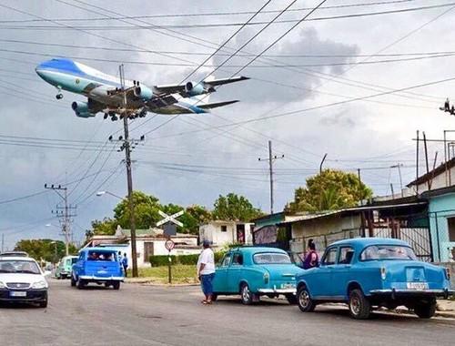 Air Force One landing in Cuba.jpg