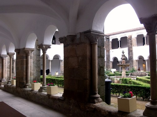 Convento S. Bernardo - claustro 2.jpg