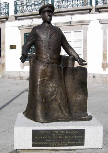 Humberto Delgado estátua de José Rodrigues.jpg