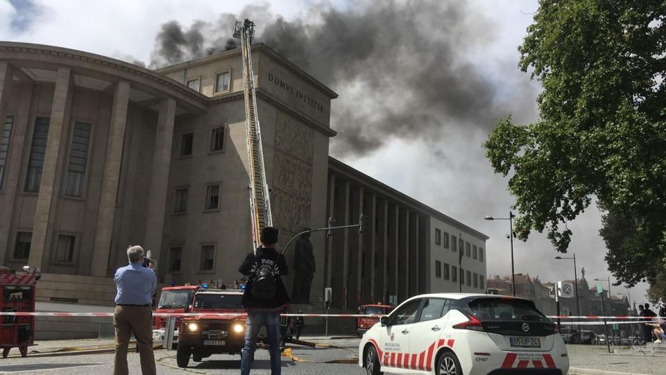 Incendio-PalacioPorto-23JUL2021.jpg