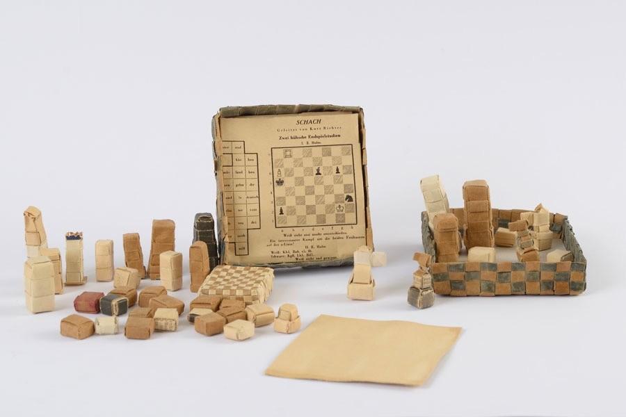 chess-set-holocaust-02.jpg