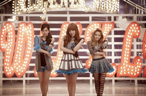 girls-generationtts-twinkle-mv-surpasses-million-v