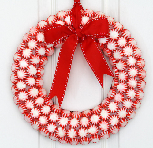 Cheerful-Red-and-With-Christmas-Wreath-Ornament-Id