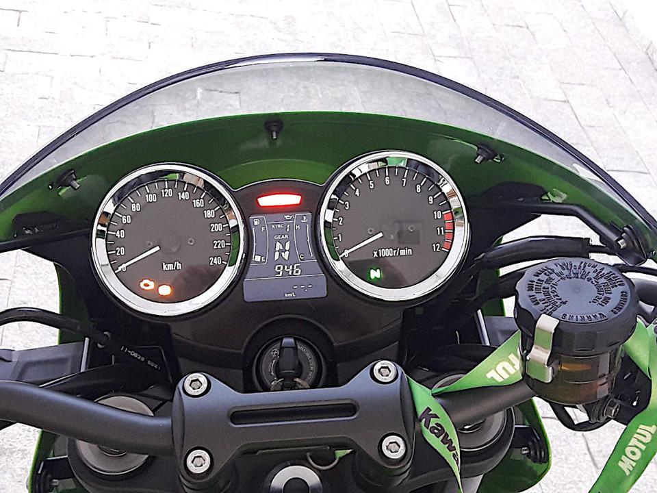 Z900_painel.jpg