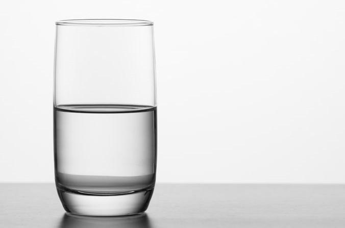 copo meio cheio.jpg