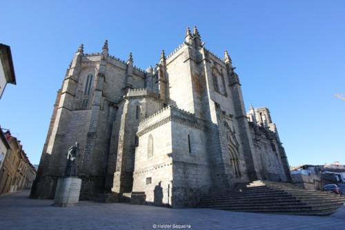 Estátua e Catedral da Guarda - HS.JPG