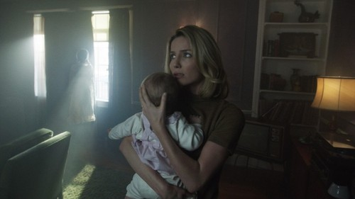 Annabelle-Wallis-in-Annabelle-2014-Movie-Image-3-7