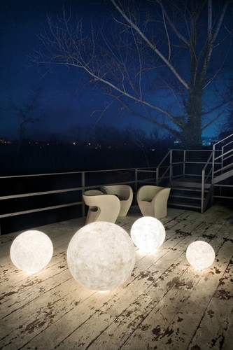 Outdoor-floor-lamps-to-use-in-a-deck-or-patio-Floo
