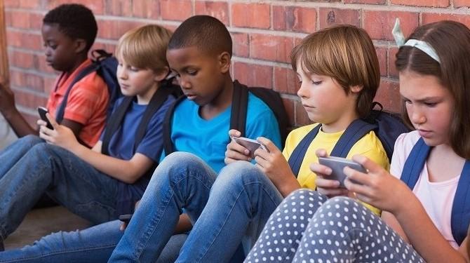 mais telefones na escola.jpg