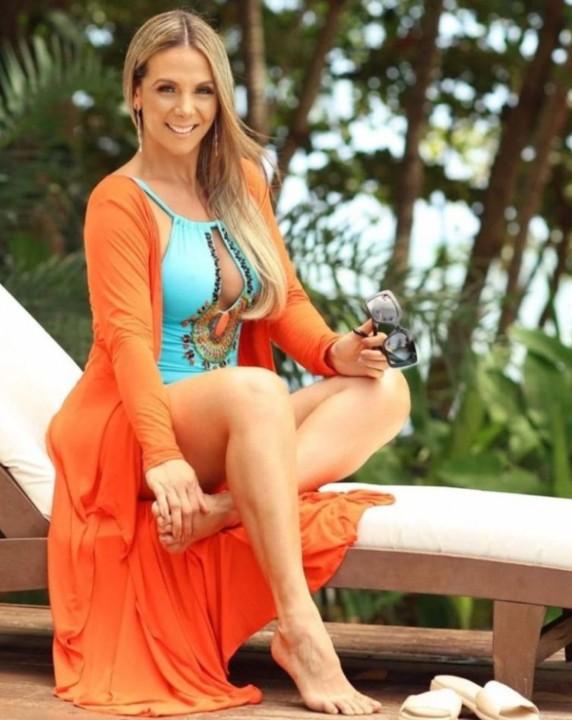 Carla Perez 21.jpg