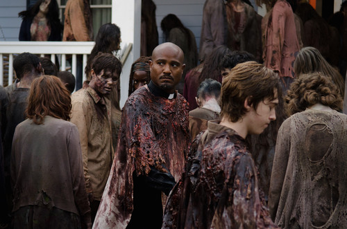 Father-Gabriel-Looks-Worried-in-The-Walking-Dead-S