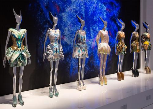 Alexander-McQueen-Savage-Beauty-V-A-Museum1.jpg