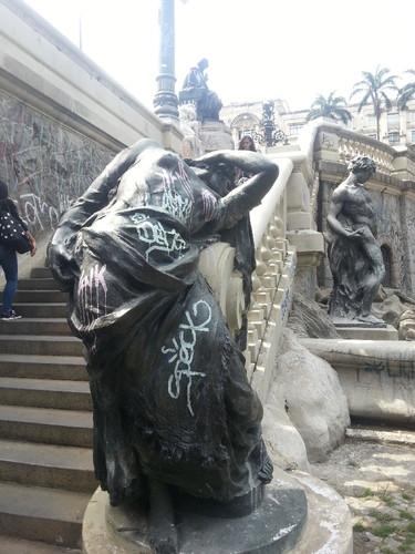 !estátua.jpg