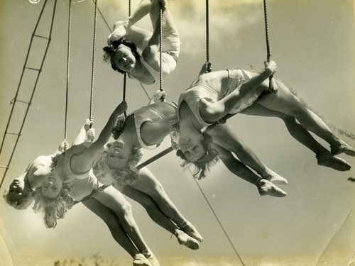 vintage+circus+acrobats.png