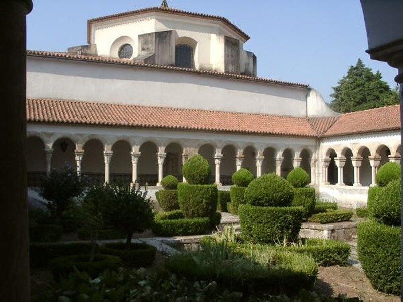 Mosteiro de Celas, claustro.jpg