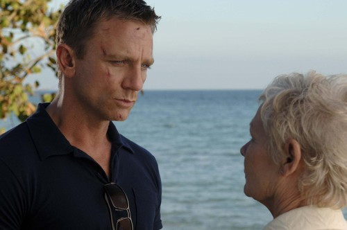 still-of-judi-dench-and-daniel-craig-in-casino-roy