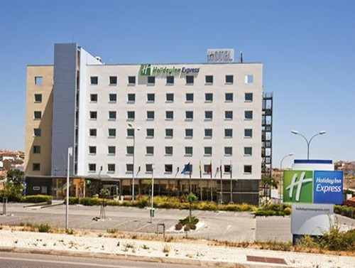 Hotel Holiday Inn Express Lisbon Oeiras 01.jpg