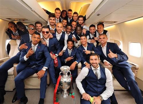 3627E94C00000578-3684274-Portugal_s_players_contin