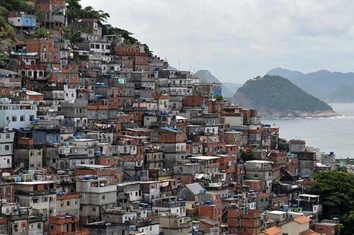 favela-mangueira-brasil.jpg