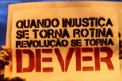 Injustiça vs Revolução.jpg