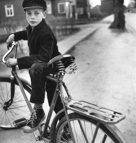 Father's bicycle, 1969 Antanas Sutkus.jpg