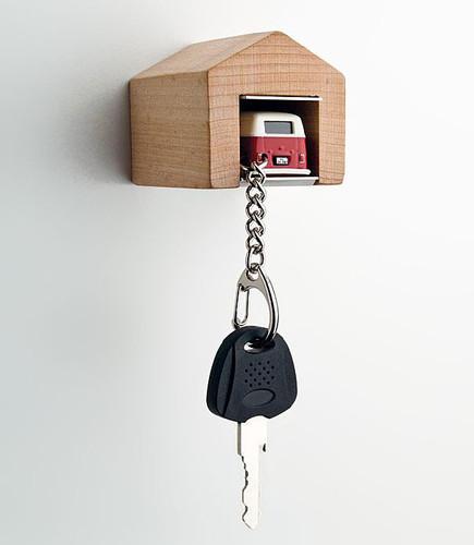 wooden-garage-car-keys-holder-andre-rumann.jpg