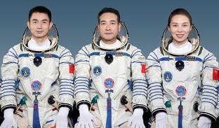 ChineseTaikonautsShenzhou13.jpg