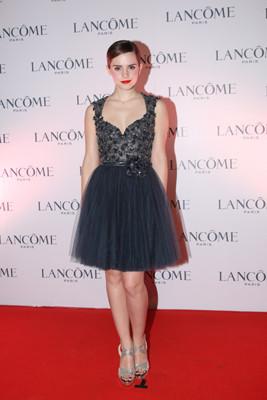 intro-celebrity-prom-trend-full-skirts.jpg
