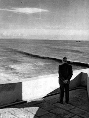 salazar a ver o mar.jpg