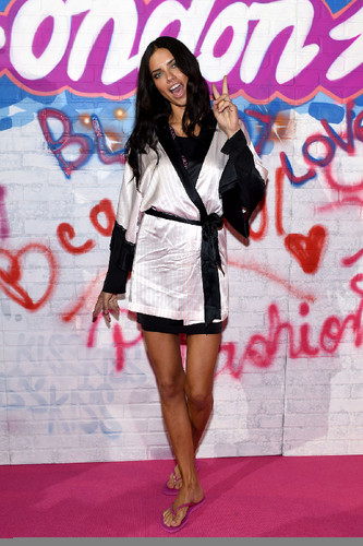 ADRIANA-LIMA-on-the-Backstage-of-2014-Victorias-Se
