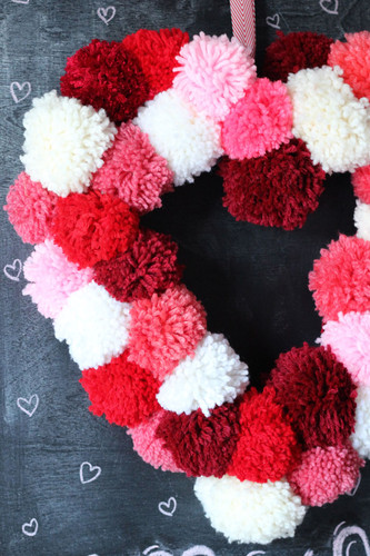 pom-pom-heart-wreath.jpg