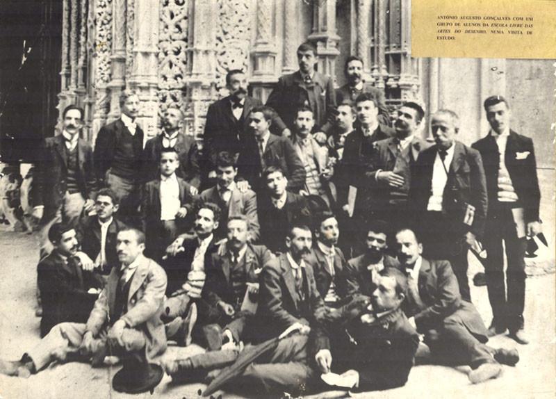 Fig. 51. António Augusto Gonçalves com um grupo