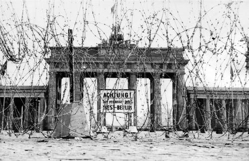 ss-091102-berlin-wall-01.ss_full.jpg