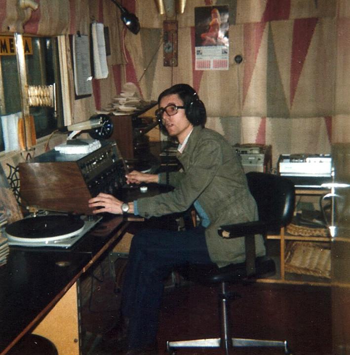 António Arede - estúdio da Rádio Altitude .jpg